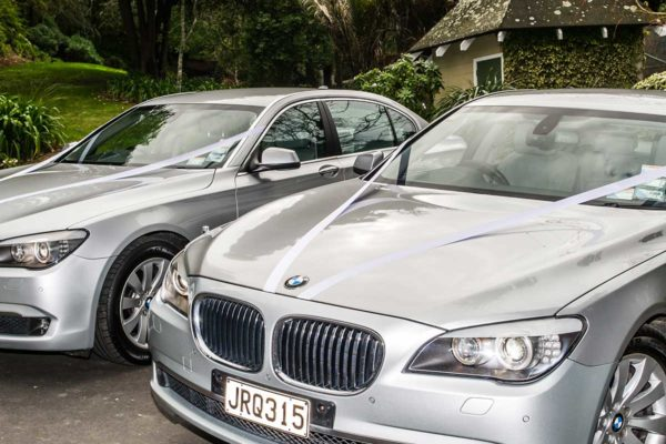 2-x-BMWs-with-wedding-ribbons